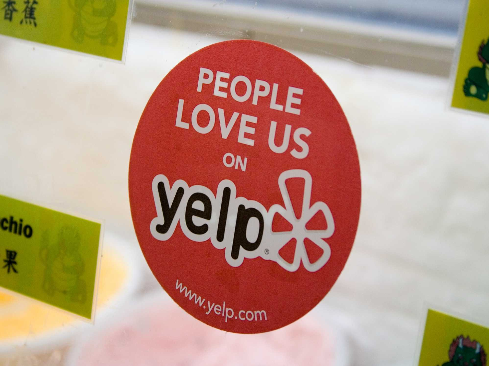 Growth Hacking в Yelp. Наклейки
